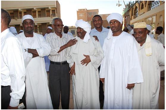 من اليمين خالد ، ود الزبير  ، ود هاشم (زووووول) ، ابو العروس ،بش ، ابو ابراهيم